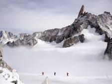 Un alpiniste coincé en chaussettes sur le Mont-Blanc