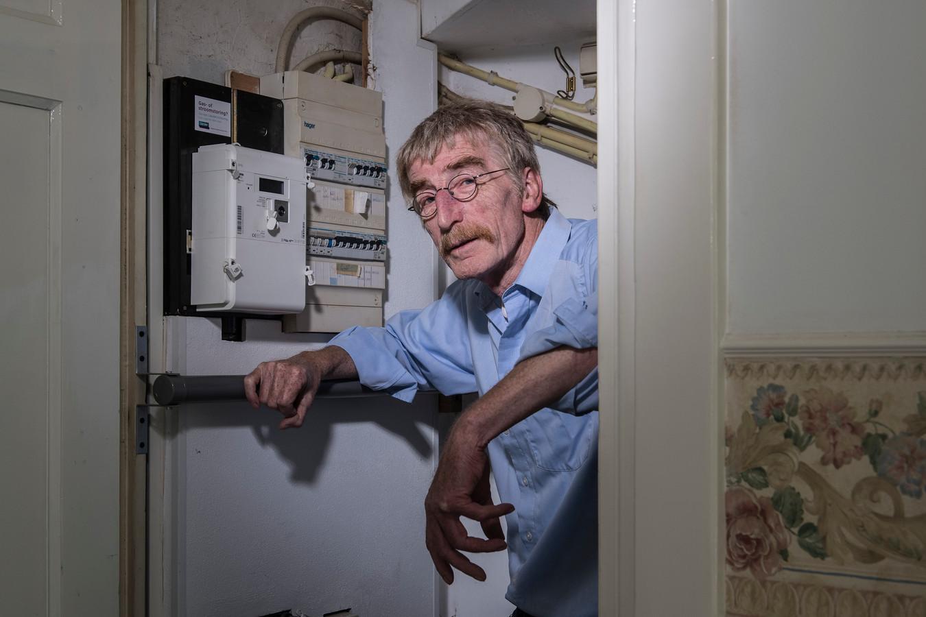 Chris Kuipers ontdekte dat zijn slimme meter energie terugleverde terwijl hij geen zonnepanelen heeft. Oorzaak een interfererende schakelaar (die hij helaas niet meer heeft) bij de tv.
