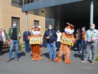 Organisatoren Ninove Danst schenken 360 paashazen aan bewoners en personeel wzc Klateringen