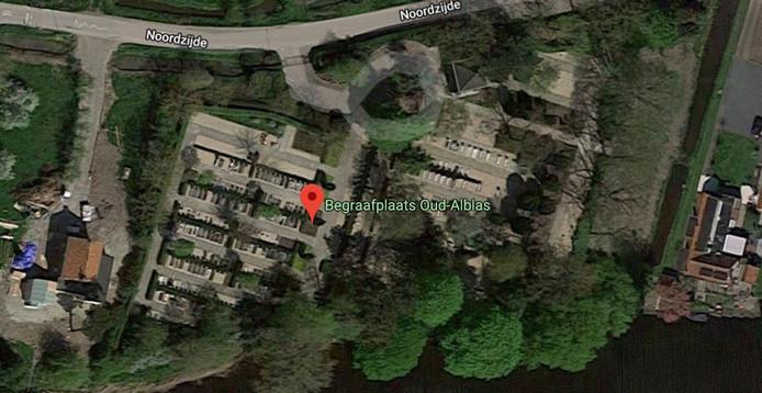 Op een perceel naast de begraafplaats zijn plannen voor woningen.
