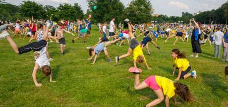 Met 618 kinderen over de kop in Tilburg: een Europees radslagrecord