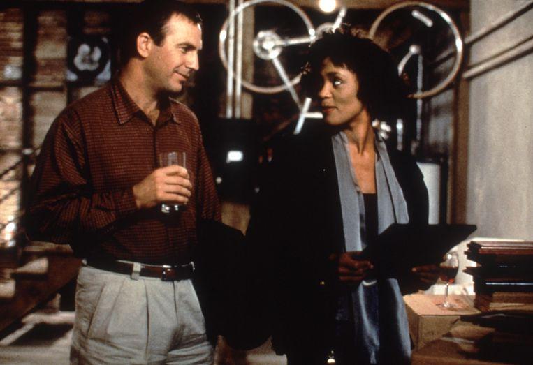 Kevin Costner en Whitney Houston in The Bodyguard. Beeld Alamy Stock Photo