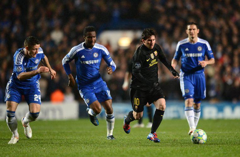 Cahill, Mikel en Lampard zetten de achtervolging in.