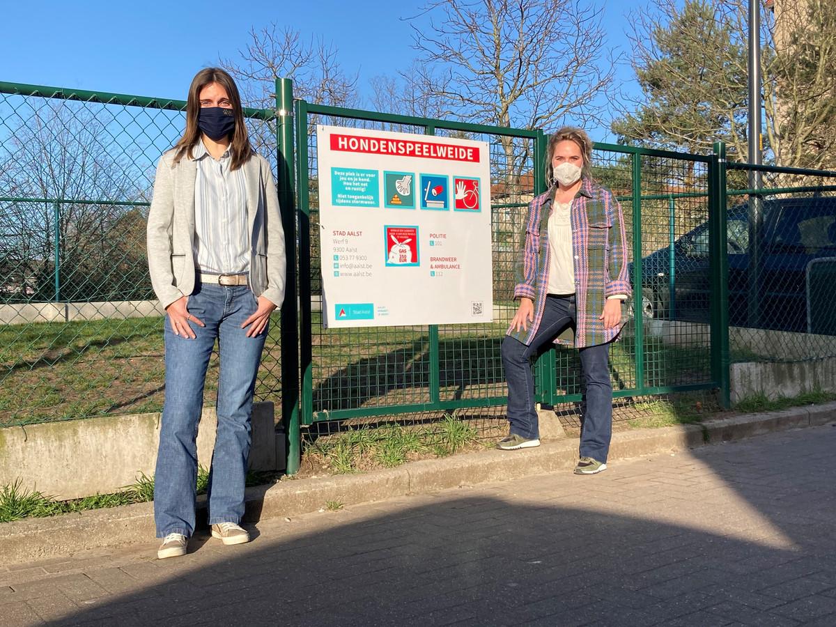 Schepen van Dierenwelzijn Caroline De Meerleer (N-VA) en gemeenteraadslid Silke Van Vaerenbergh (onafhankelijk)