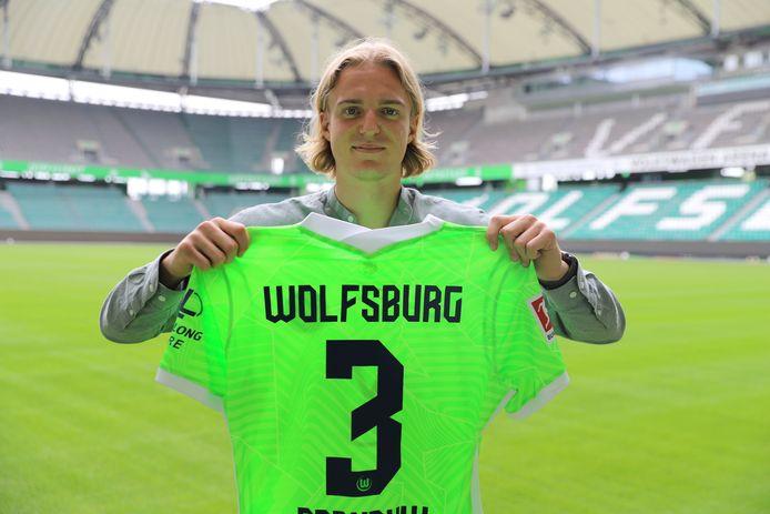 Sebastiaan Bornauw tekent voor vijf jaar bij Wolfsburg.