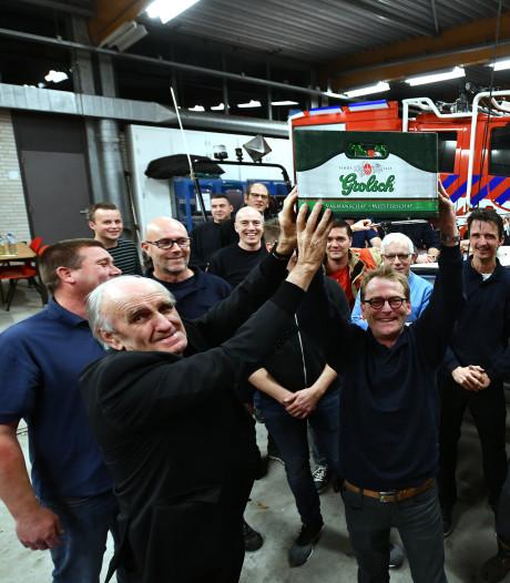 Jan (79) bedankt brandweer met kratje bier voor het redden van het leven van zijn Ineke (78)