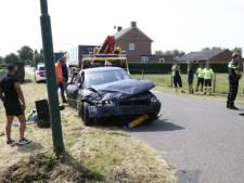 Auto botst met vrachtwagen in Langenboom