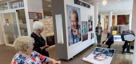 """Kunstenaar maakt levensgrote portretten van bewoners zorgcentrum: ,,Veel geleerd van mensen in hun laatste levensfase"""""""