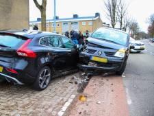 Automobilist ramt geparkeerde auto in Rheden