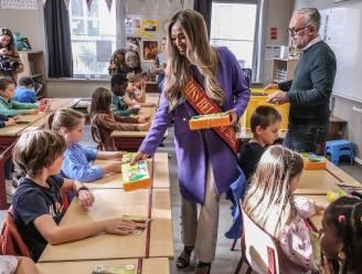 """Miss België Kedist Deltour deelt gevulde brooddozen uit tijdens Week tegen Kinderarmoede: """"Ook in Ieper krijgen we met het probleem te maken"""""""