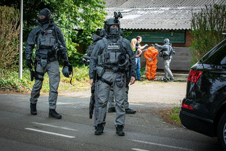 De politie ontmantelt een methlab in het Gelderse dorp Achter-Drempt in mei. Daarbij werd de Mexicaan Fernando G. aangehouden.  Beeld Persbureau Heitink