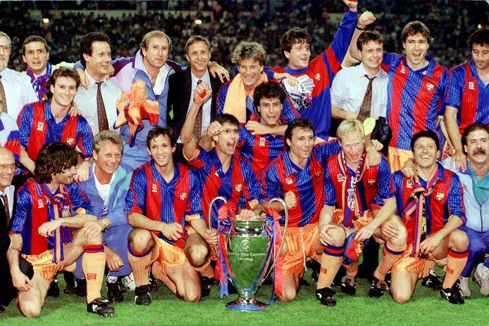 In het tenue van Meyba toont Barcelona de Europacup 1.