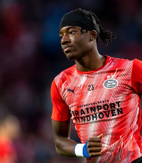 PSV houdt buitenlandse clubs af met openbreken contract Madueke tot 2025