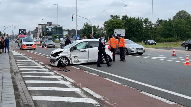Bestuurster gewond na stevige botsing in Gistelsesteenweg