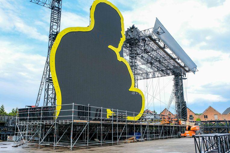 Stageco bouwde ook het podium voor Robbie Williams. Als test werd het opgebouwd op de bedrijfsterreinen in Werchter.