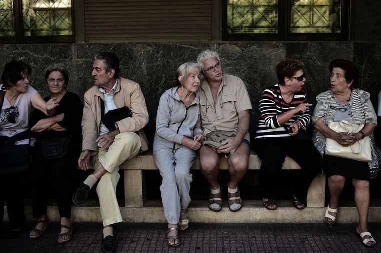 Griekse gepensioneerden tijdens een demonstratie op 2 oktober 2014 in het centrum van Athene tegen de bezuinigingsmaatregelen van de Griekse regering. Beeld null