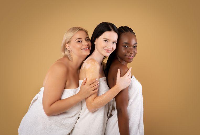 Zakt jouw omgeslagen handdoek ook altijd af? TikTokker komt met dé oplossing Beeld Getty Images/iStockphoto