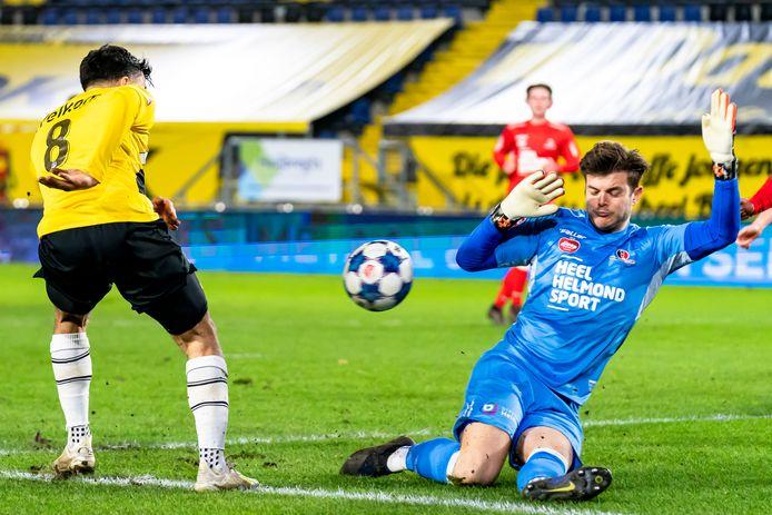 Stijn van Gassel keepte een solide wedstrijd, maar ook hij kon niet voorkomen dat NAC in extremis nog 3-2 maakte.