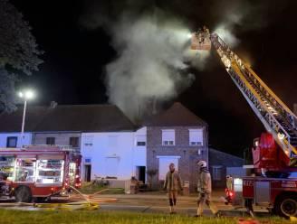 Nachtelijke brand in woning: drie mensen naar ziekenhuis