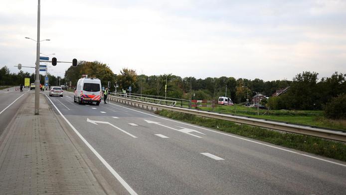 Politie-inzet langs de A2 bij het Limburgse Roosteren.