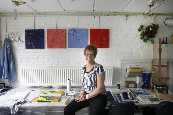 Els van den Heuvel-Verbeek in haar atelier La Peinture in Breugel. foto Kees Martens