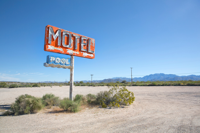 In De zaak aan Highway 62 wordt Nora's vader doodgereden in de Mojavewoestijn. De onbekende dader rijdt door.  Beeld Getty Images