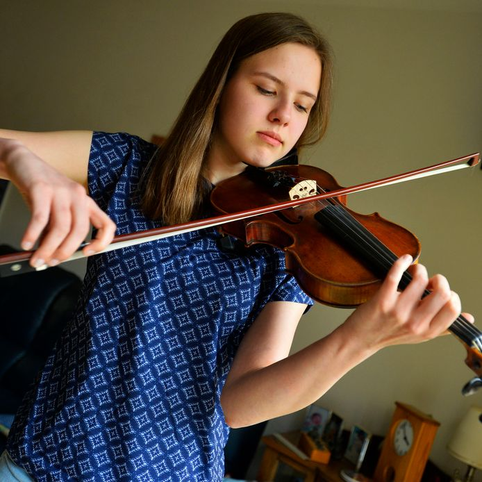 Violiste Safiere Kuijpers, de winnares van Young Classical Talent Award in 2017.