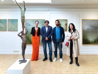 Carles Puigdemont, voormalig Catalaans president in ballingschap, bezoekt Latemse galerij