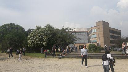 9.000 meldden zich om pro-Radja te protesteren aan het bondsgebouw, de realiteit draait iets anders uit...