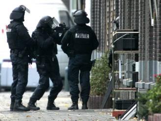 Nederlandse politie pakt in Eindhoven negen terreurverdachten op die trainden voor een aanslag