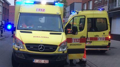 Drie auto's botsen: twee gewonden