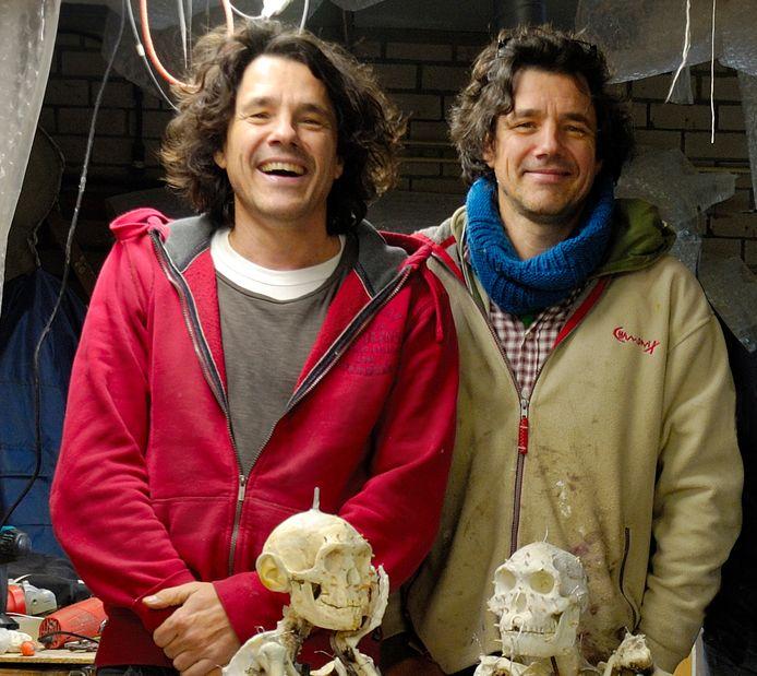 Adrie (links) en Alfons (rechts) Kennis, de experts die de Zeeuwse Neanderthaler Krijn hebben gereconstrueerd.