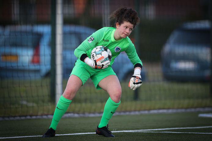 De laatste weken krijgen vele jongeren bij KRC Genk Ladies speelkansen in het eerste elftal. Zo ook youngster Maren van Wijngaarden.