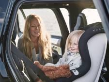 Jusqu'à 4 ans, un enfant devrait être attaché dos à la route en voiture: voilà pourquoi