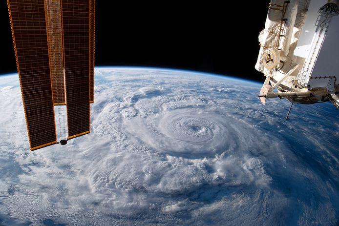 Het internationale ruimtestation ISS lekt lucht. De bemanning loopt geen gevaar en kan aan boord blijven, aldus een Russische ruimtevaartexpert.