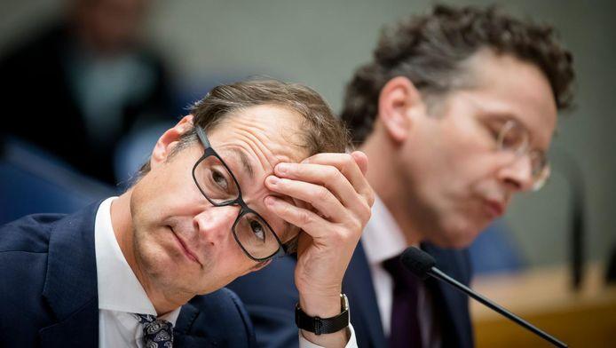 Op de voorgrond staatssecretaris Eric Wiebes van Financiën.