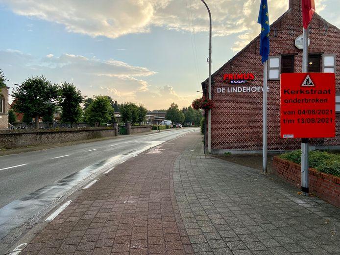 De Kerkstraat is van 4 tot en met 13 augustus onderbroken tussen Dorp en Krekelenberg vanwege een nieuwe laag asfalt