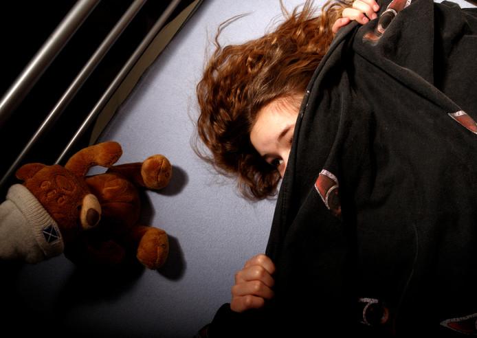 Familieleden hadden al opgemerkt dat de kinderen bij de Dordtenaar in bed sliepen. Foto ter illustratie.