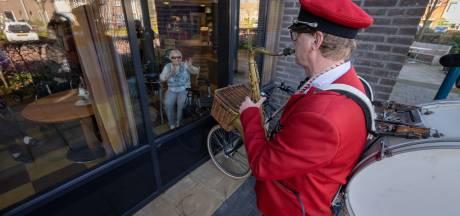 Theater voor Thuys brengt 'polonaise' in verzorgingstehuis Emmeloord