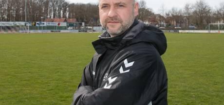 De Vries blijft alsnog trainer KOSC