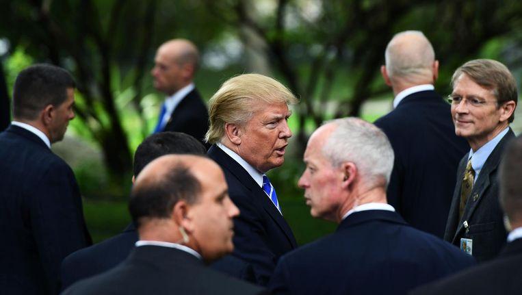 Donald Trump wordt beveiligd door agenten van de Secret Service. Beeld AFP