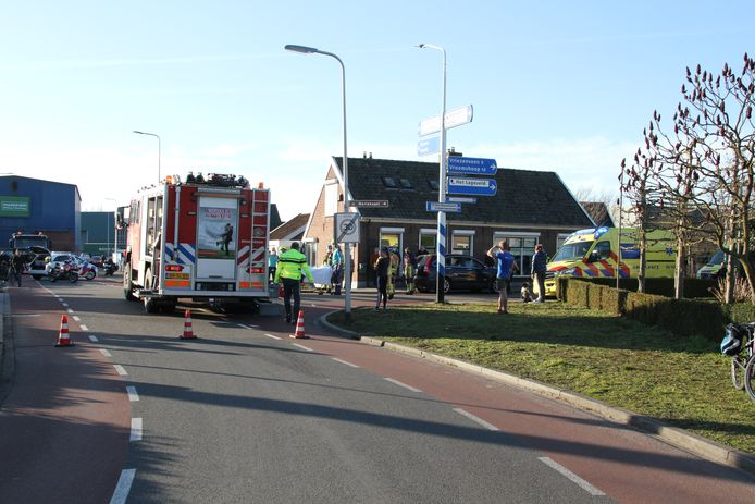 De hulpdiensten snelden massaal naar het ongeval in Wierden toe.