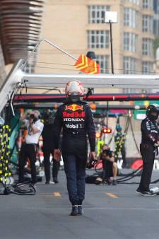 De beelden   Drama voor Verstappen: klapband in Bakoe met overwinning in zicht