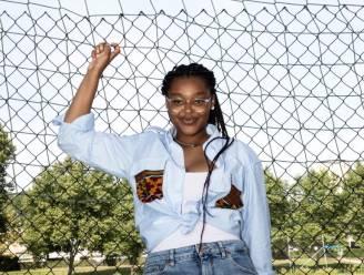 """Aalsterse ontwerpster Francesca (21) brengt duurzame modecollectie uit: """"Elk stuk is uniek"""""""