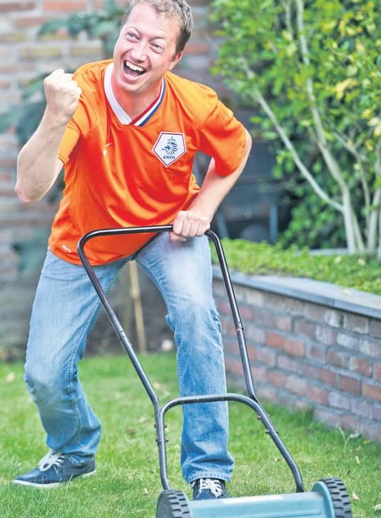 Als Jeroen Eekhout het gras maait, buigt Oranje een achterstand om.