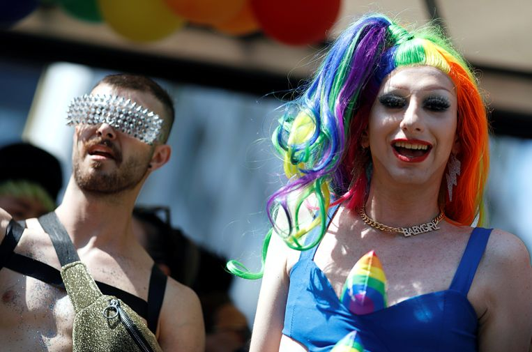 Deelnemers aan de Pride van Berlijn. Beeld REUTERS