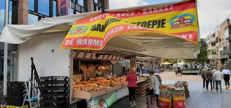 De markt in Nijverdal lijdt niet onder corona en trekt handelaren uit het hele land: 'Het marktleven is echt geweldig!'