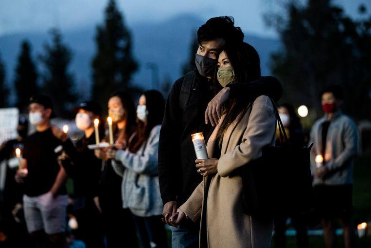 Een wake na de schietpartij in Atlanta, eind maart, waarbij zes doden van Aziatische afkomst vielen. Beeld EPA