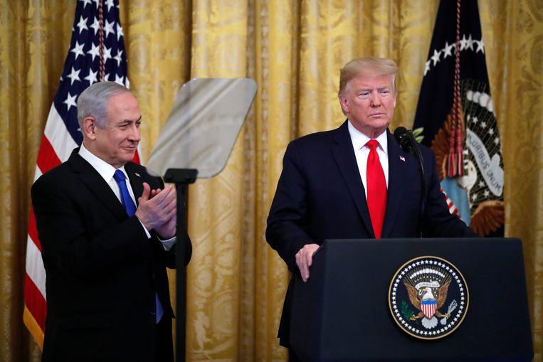 President Donald Trump (rechts), naast Israëlisch premier Benjamin Netanyahu in het Witte Huis vandaag. Beeld AP