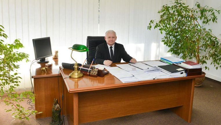 Kaczynski (67) ontvangt de ministers van Recht en Rechtvaardigheid (PiS) thuis of op zijn kantoor, geeft instructies en opereert verder achter de schermen. Beeld Hollandse Hoogte